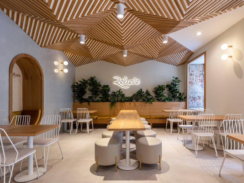 https://kuoestudio.com/wp-content/uploads/2021/09/cafeteria-relieve-el-puerto-01.jpg