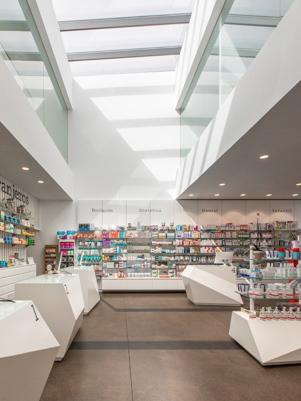 https://kuoestudio.com/wp-content/uploads/2021/09/farmacia-los-naranjeros-03.jpg