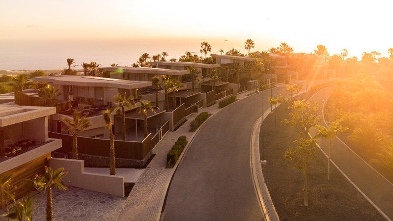 https://kuoestudio.com/wp-content/uploads/2021/09/viviendas-unifamiliares-abama-resort-01.jpg