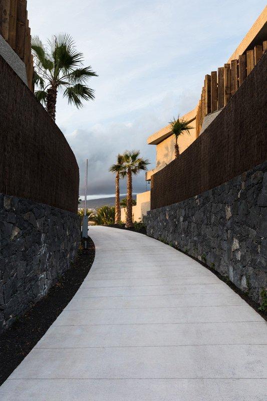 https://kuoestudio.com/wp-content/uploads/2021/09/viviendas-unifamiliares-abama-resort-32.jpg